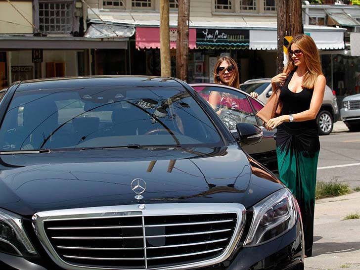17 Female Celebrities Who Drive The Most Luxurious Cars In The World_17