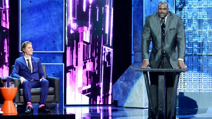 15-times-shaq-made-things-look-really-small_13
