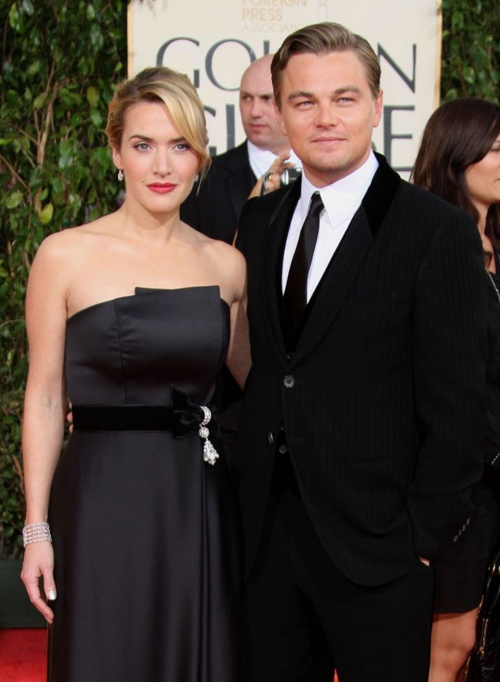 20 Stunning Couples Looks At The Golden Globes Of All Time_10