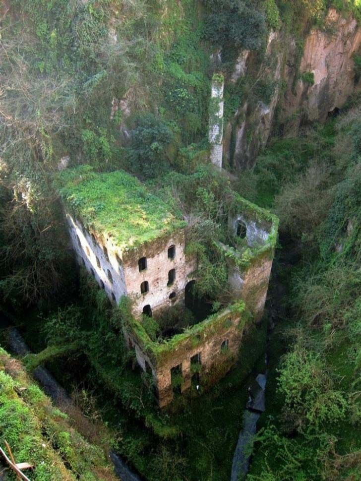 23-creepy-abandoned-places-in-the-world_10