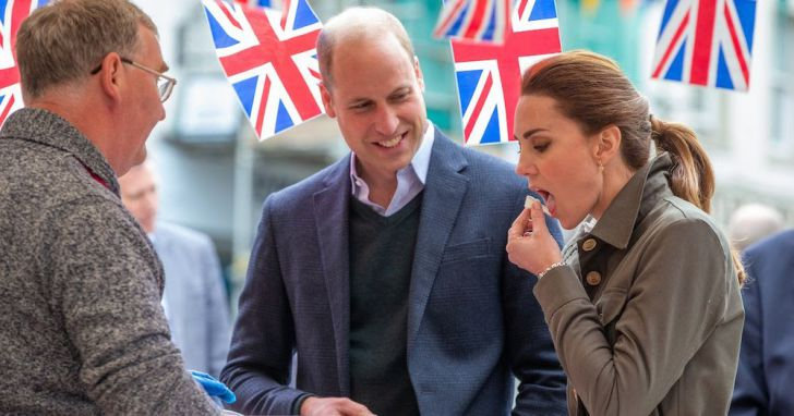 23 Hilarious Photos That Prove Kate Middleton Is Just Like Us_12