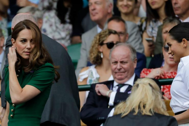 23 Hilarious Photos That Prove Kate Middleton Is Just Like Us_17