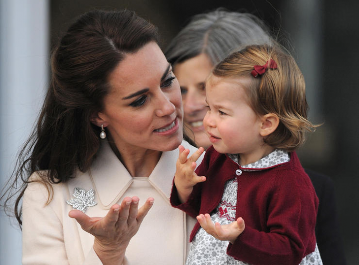 23 Hilarious Photos That Prove Kate Middleton Is Just Like Us_18