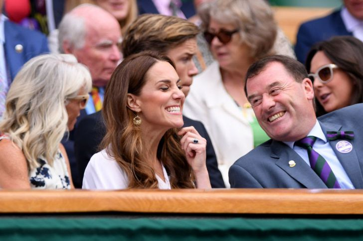 23 Hilarious Photos That Prove Kate Middleton Is Just Like Us_23