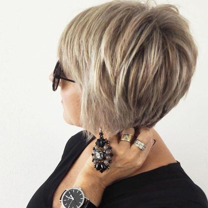 30-chic-and-classy-short-hairstyles-for-women-over-50_16