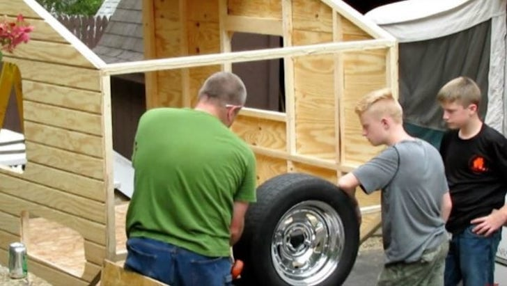 at-the-age-of-13-he-built-a-house-that-surprised-everyone-with-only-1500_6