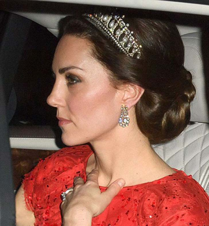 duchess-kate-is-holiday-magic-in-one-of-dianas-most-worn-tiaras_10