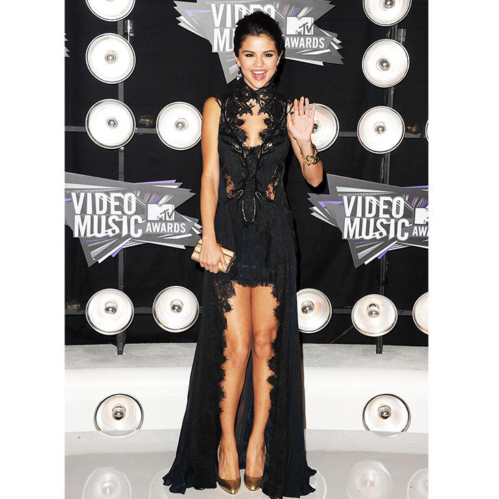 selena-gomez-style-evolution-from-disney-star-to-fashion-queen_11