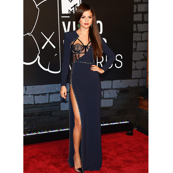 selena-gomez-style-evolution-from-disney-star-to-fashion-queen_16