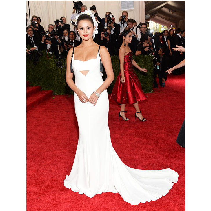 selena-gomez-style-evolution-from-disney-star-to-fashion-queen_19