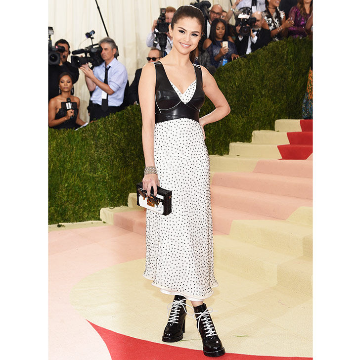selena-gomez-style-evolution-from-disney-star-to-fashion-queen_23
