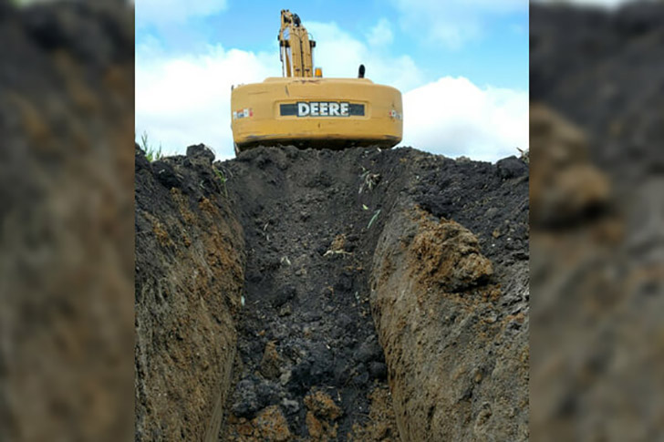 this-guy-became-the-envy-of-the-neighborhood-after-digging-a-hole-in-his-yard_4