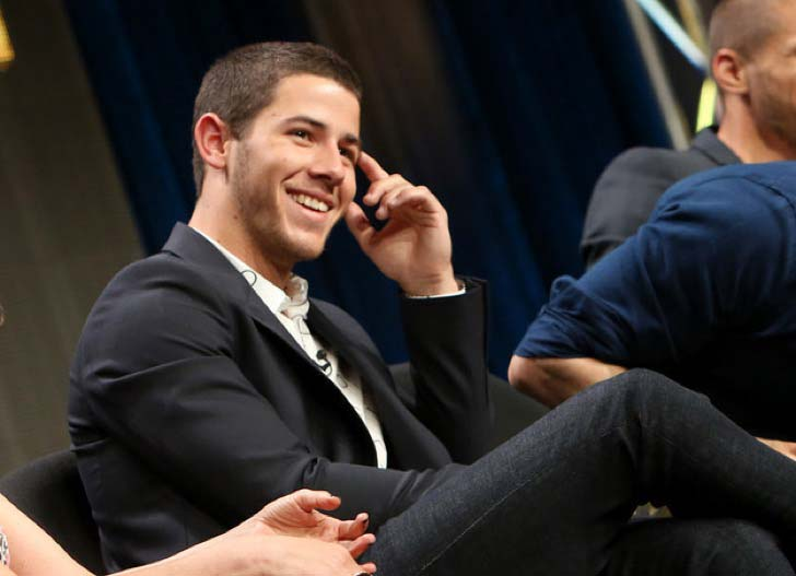 youll-never-be-able-to-unsee-nick-jonas-extra-tooth_8