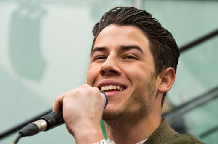 youll-never-be-able-to-unsee-nick-jonas-extra-tooth_9