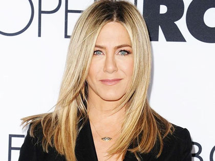 Enchanted By Jennifer Aniston's Ash Blonde? Try Wella Toner And Developer